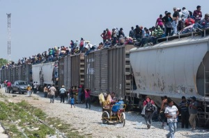 mexican-train-derail-migrants